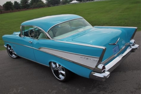 linsday-mclaughlins-blue-57-chevy-blends-both-old-and-new-0030